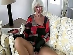Granny Handjob 2 Pizza Boy Getting The Proper Payment