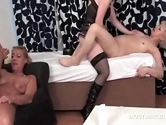 Blonde Mature Pussy Nailed By Teen Cock At Orgy