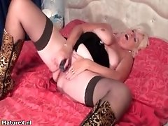 Busty Mature Slut Goes Crazy Masturbating Her Cunt With