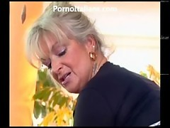 Milf Blonde Gets Beat By Muscled Stud And Features MILF Di Fa Scopare Dotato