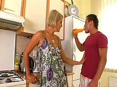 Short Haired Blond MILF Eats Muscle Guy 039 S Asshole