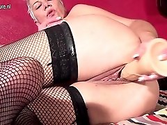 Squirting Mature Slut Playing With Herself