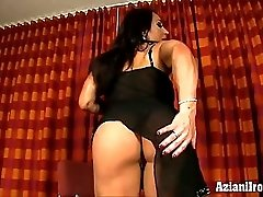 Muscle Goddess Plays Witn Her Big Clit