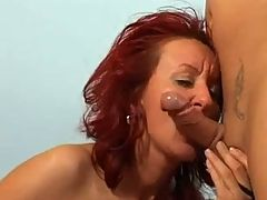 Mom Pumping Her Tasty Cunt And Have A Sex