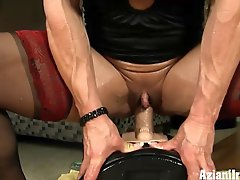 Muscle Lady And Her Sybian