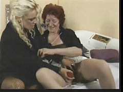 Mature Women Use Toy And Strapon
