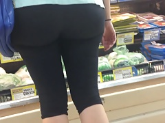 Yoga Pants Huge Mature MILF Ass