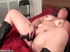 Horny Busty Mature Babe Penetrates Her Large Pussy With
