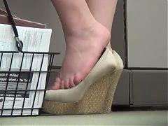 Spying Milfy Feet