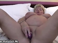 Horny Mature BBW Wife Loves Fucking Her Own Pussy With