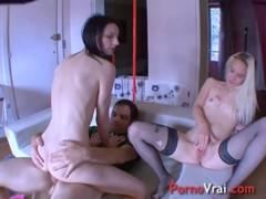 Bisexuelles Gouinent Et Baisent Sur Une Grosse Queue French Amateur
