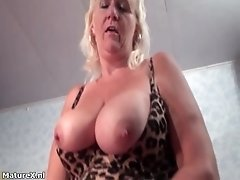 Busty Mature Whore Gets Horny Dildo Fucking Her Pussy B